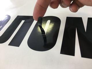 Печать на оракале. Плоттерная резка. Оформление витрин. Разработка дизайна.