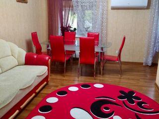 Spre vînzare apartament spațios cu 2 camere/living +garderobă.