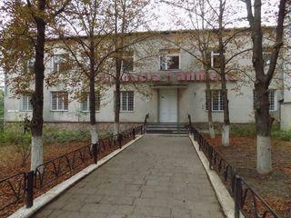 Centru Ialoveni, prima linie, locuri de parcare, 150 mp