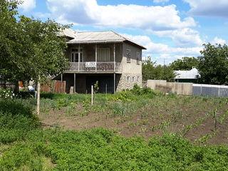Se vinde casa in centrul satului Glinjeni