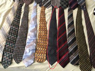 Cravate originale, de firmă în stare ideală, ca noi, cîte 100 lei fiecare, acea însemnată e vîndută,