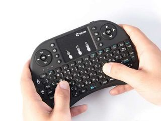 Беспроводная мини клавиатура с тачпадом и разноцветной подсветкой