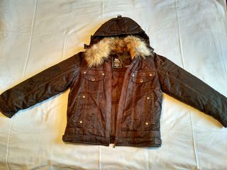 Распродажа по смешной цене! Отличная новая тёплая куртка для мальчика.