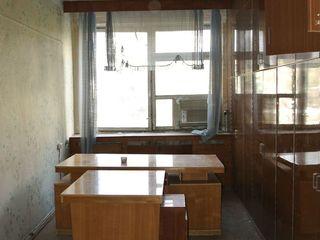 В аренду офисные помещения, частично меблированы.