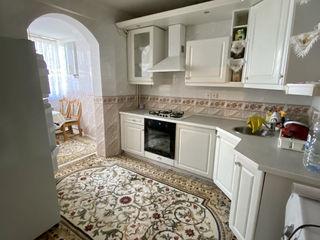 Vindem apartament cu 3 odai,143 ser, buiucani, reparatie, incalzire autonoma-  62000 euro