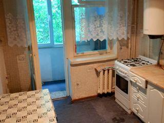 Spre vînzare apartament cu 2 camere,amplasare de mijloc,50 m2,etajul 4,Botanica