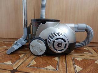 Циклонный пылесос LG V-C7155HEU 1500W, управление на ручке, HEPA - фильтры моющиеся.
