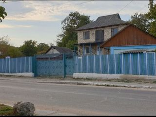 Se vinde casa, in centru satului Milestii Mici!