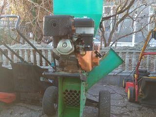 Измельчитель веток мотор бензин13л.с 4тактныи