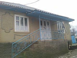 Vând casa urgent la preț negociabil!