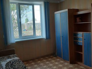 Se vinde apartament cu 2 odăi în cămin, neprivatizat.
