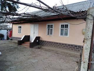 Se vinde Casa in Centrul satului Cosnita!!! Urgent!
