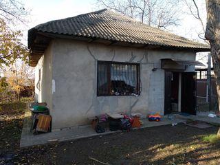 Продается дом 100 кв.м  большая кухня 3 комнаты, санузел, водопровод, канализация, стеклопакет, 6 со