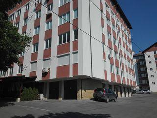 Новострой. 2-х комн. кв-ра 83 кв.м.,3-й этаж, в белом варианте в центре г. Яловень. Цена: 42000 евро