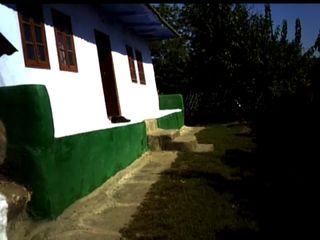 Se vinde casa batrineasca in r-onul Rezina satul Sircova