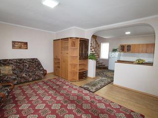 Chirie! Casă în 2 nivele! Buiucani, str. Bariera Sculeni, 4 odăi, 140 m2, Euroreparație!