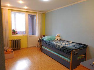 Apartament cu 2 camere, et. 2, M. Costin, zona de parc