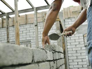 Бригада выполняет все строительные работы