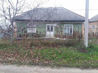 продам старый домик с большим участком