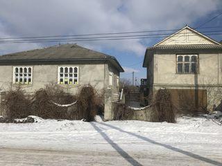 Doua case la pret de una