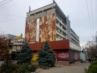 Chirie, Centru, spațiu comercial, 150 mp, 3750 €