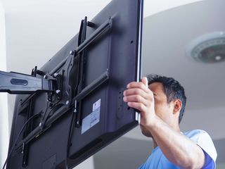 Установка телевизоров на стену. Instalare televizor pe perete. Instalare suport tv. Suport tv.
