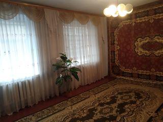Срочно Продам два дома с удобствами ванной и туалетом , на одном участке ,колодец,погреб,гараж
