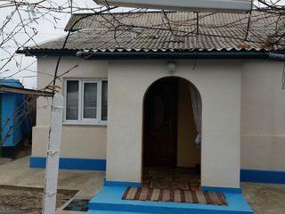 Vind casă în satul Calfa cu 32 sote de pamint negociabil