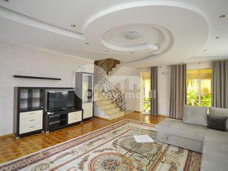 Casă situată pe 4 nivele cu bazin, saună, terasă, Centru, 2000 € !