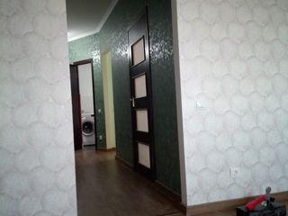 Vind apartament cu 2 camere, 60m cu reparatie in casa noua