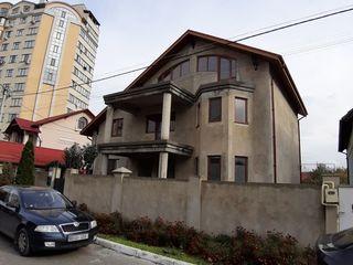 Se vinde casă în 3 nivele! 200 m2,8ari, încăpere auxiliară de 100 m2 în prezent folosită în afacere!