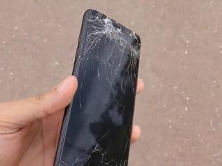 Samsung Galaxy A6+ 2018 Треснуло стекло – на ремонт отдавай нам!