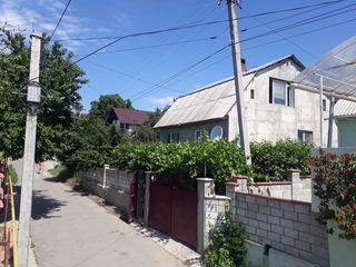 Casă. Două etaje. 120 m.p. Teren 6 ari. Tohatin/2 km de la Chișinău/