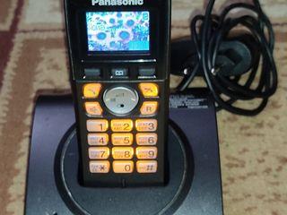 Panasonic KX-TG 807 с цветным дисплеем и подсветкой.
