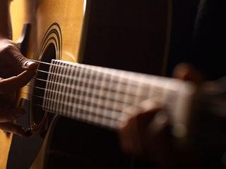 Chitara lui Kurt Cobain din celebrul concert | povaralibertatii.ro