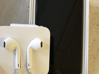 iPhone 128 GB чёрный глянцевый