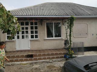 Продаётся дом 8 комнат все удобства в доме, автономное отопление, 2 гаража. летняя кухня подвал.