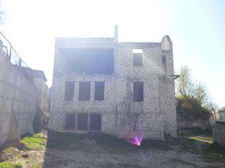 Teren   , casa nefinisata Centru  ,  teren p/ constructii...