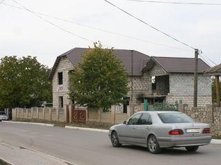 Casa nefinisata Telenesti centru