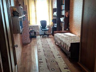 3 комнатная в самом  центре Бендер.