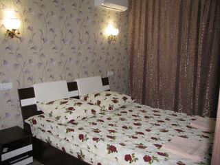 1-комнатная на Чеканах,Мирча чел Бэтрын.Час 75,ночь 300,сутки 400-450.24/24 .