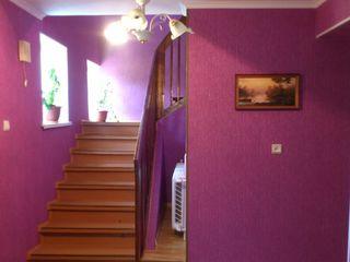2-х этажный дом cо всеми условиями на 10-ти сотках земли в Яловень по ул. Молдова. Цена: 54 900 евро