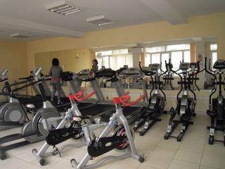 Продается действующий фитнес - центр, ул. Мирча чел Бэтрын, 346 кв м., 2 уровня,225 000 евро.
