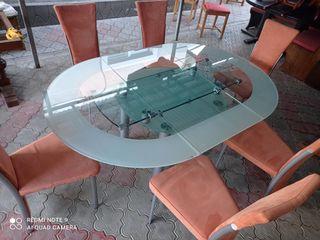 Vînd masa cu 6 scaune adusa de la Germania.