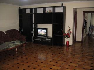 Внимание отличный  дом   на участке 12  соток  в  Яловенах