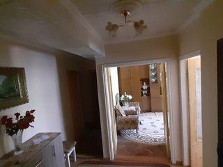 Apartament cu 2 odăi (centru) + 2 bonusuri. Urgent !!! Negociabil
