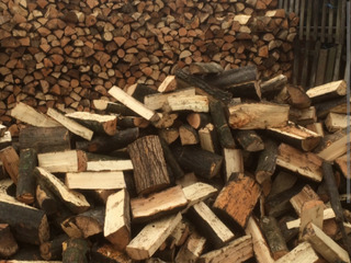 Vindem lemne despicate.