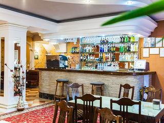 Un  local  ideal  pentru a  petrece  timpul  liber, cu  o bucătărie  tradițională și europieană.