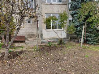 Продается дом с участком в центре города Чадыр-Лунга в парковой зоне.