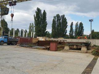 Площадка под козловым краном под торговлю строительными материалами.